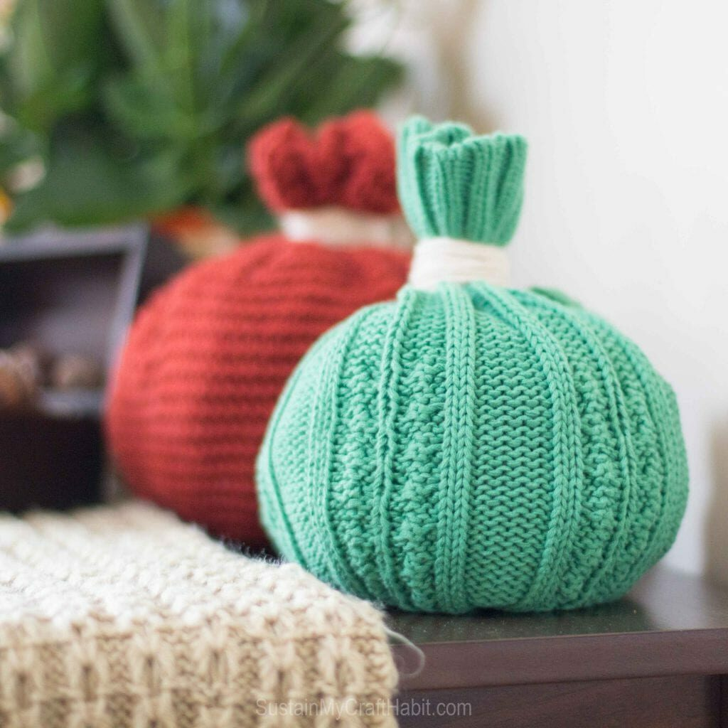 Sweater pumpkins in teal and red