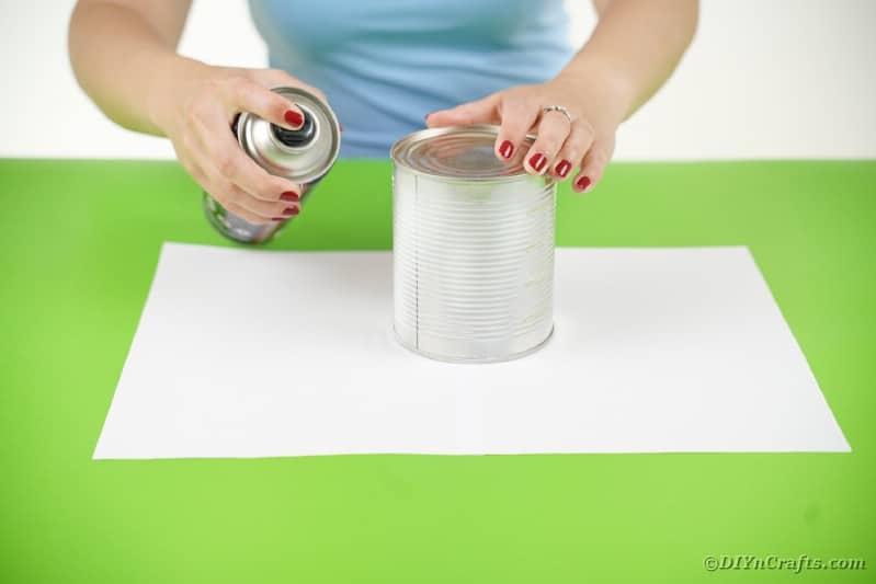 Spraying tin can