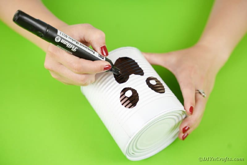 Drawing mouth onto tin can