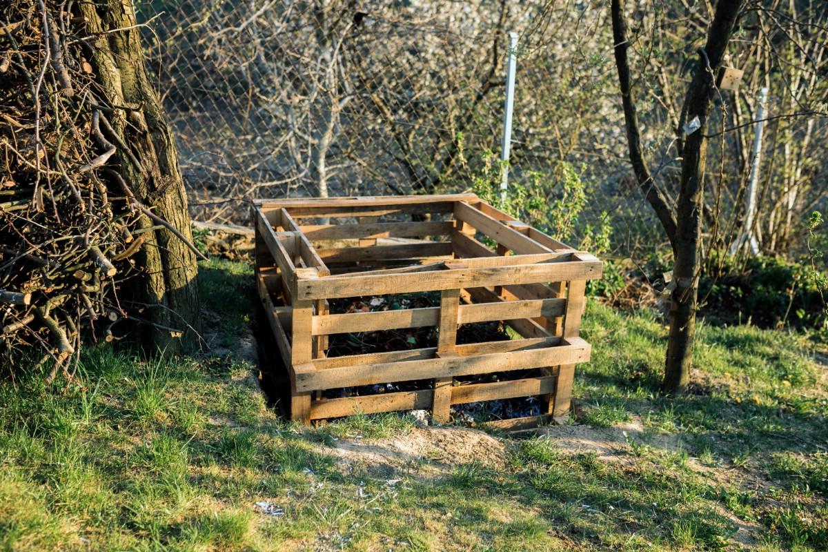 Pallet compost bin.