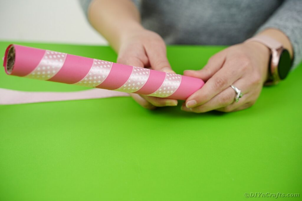 Wrapping tube with ribbon
