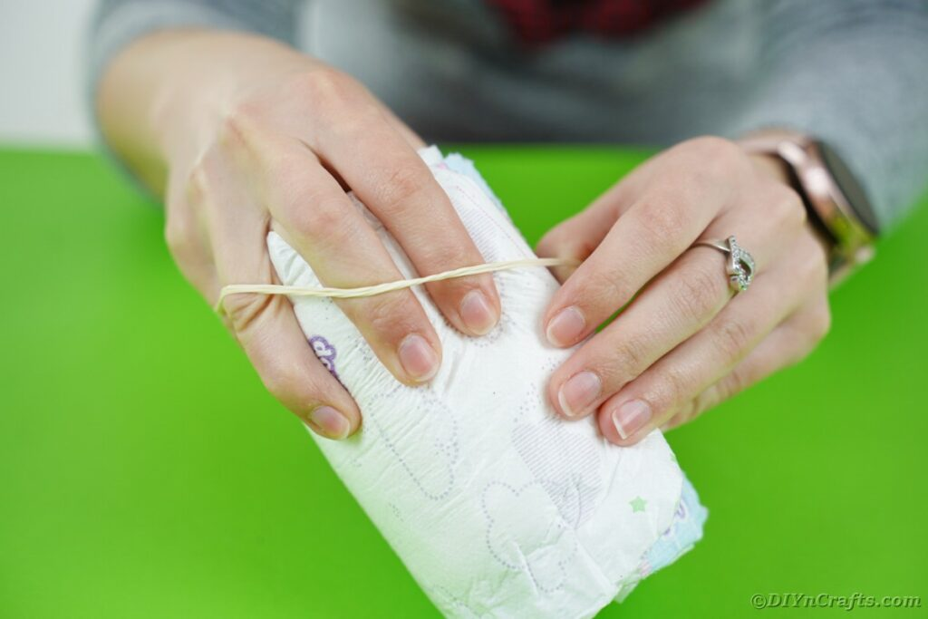 Wrapping diaper with rubber band