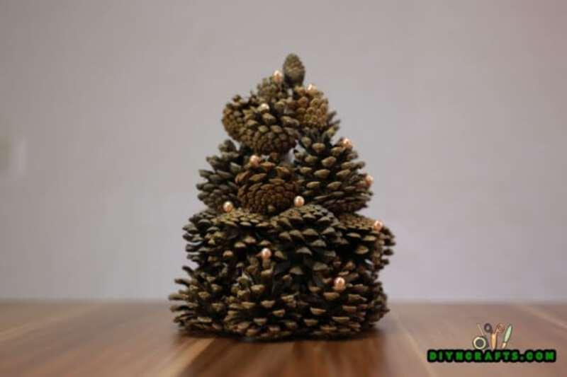 Pinecone miniature Christmas tree