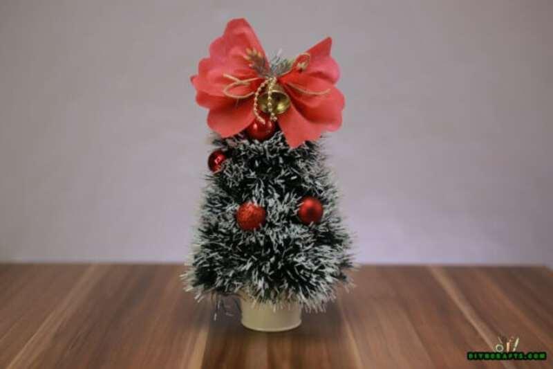 Mini Christmas tree with bow