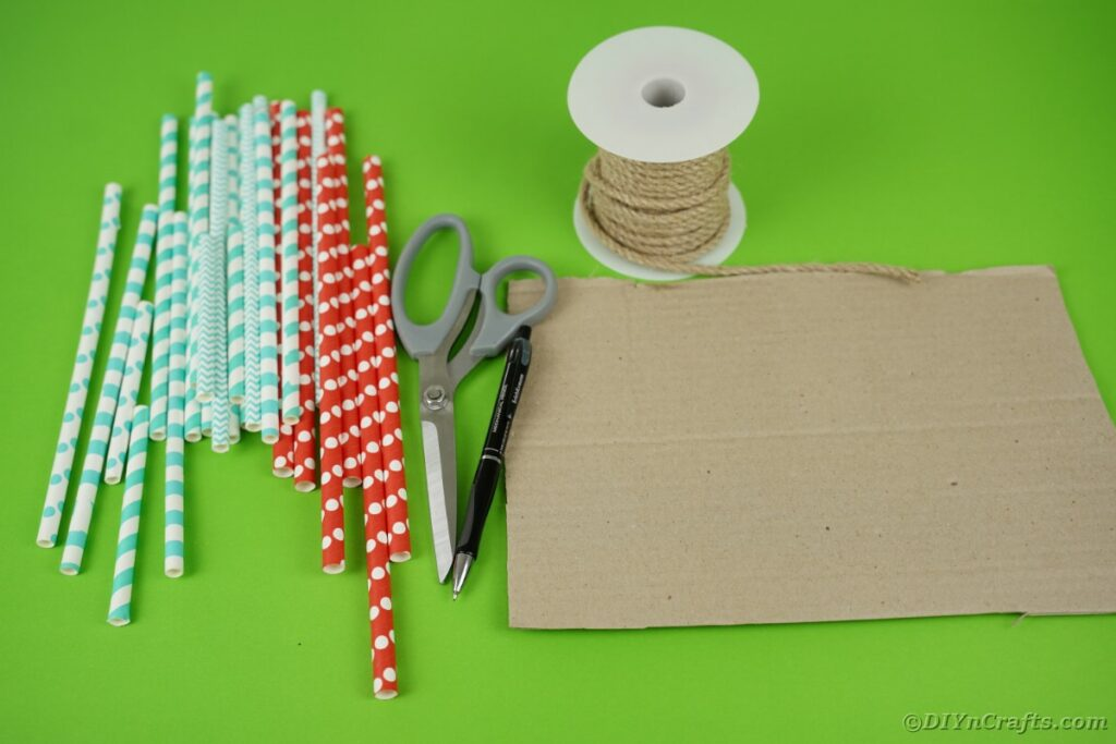 Supplies for paper straw heart