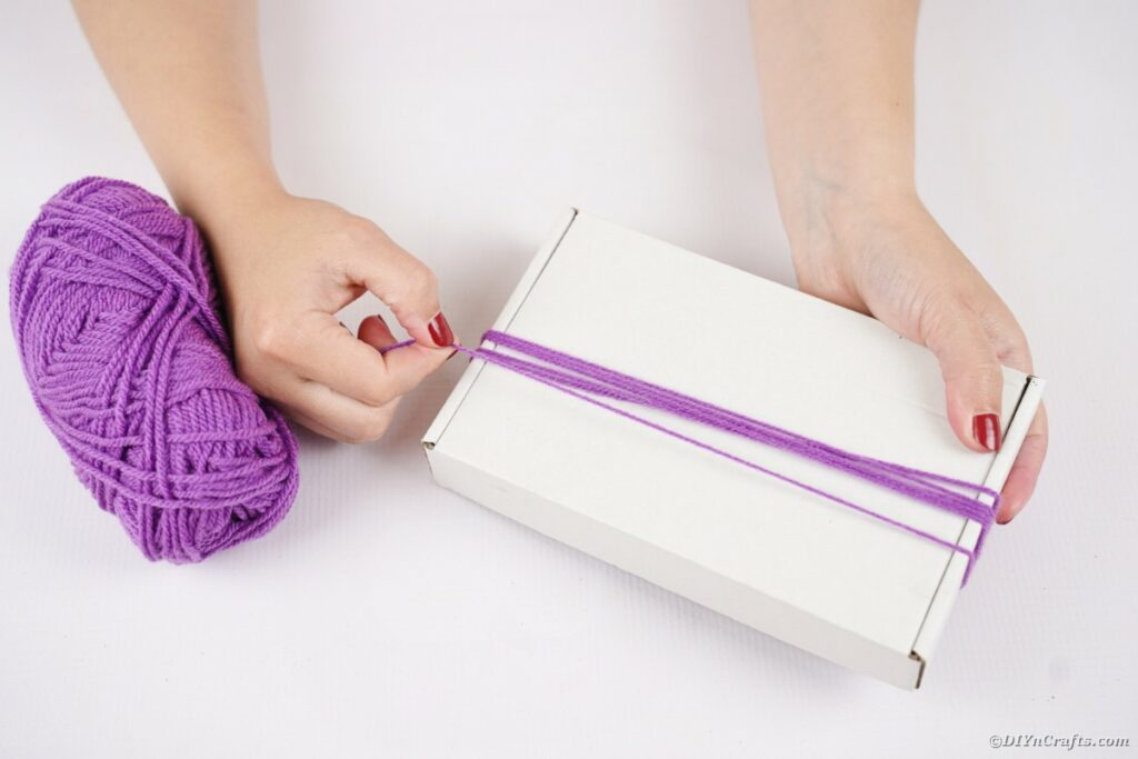 Wrapping yarn around box