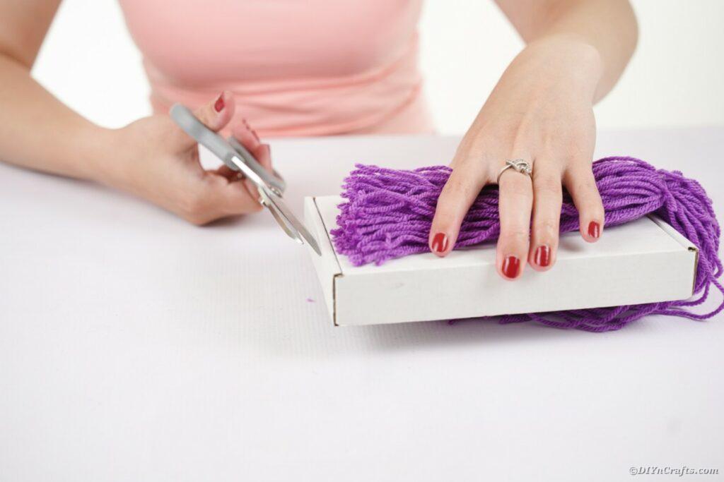 Cutting yarn off box