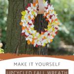 Herbstkranz aus Blättern und recycelten Büchern