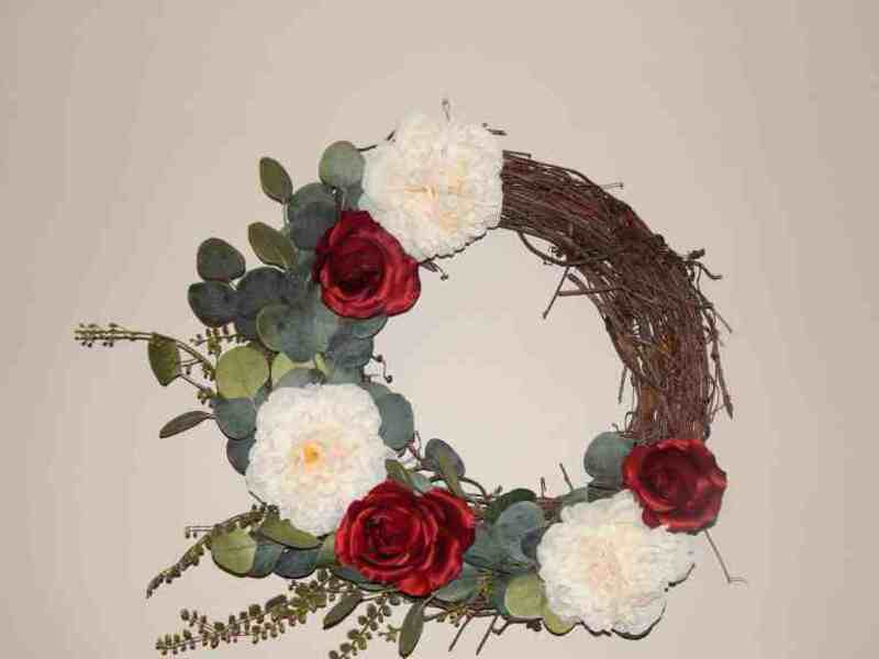 Wreath with red and white flowers