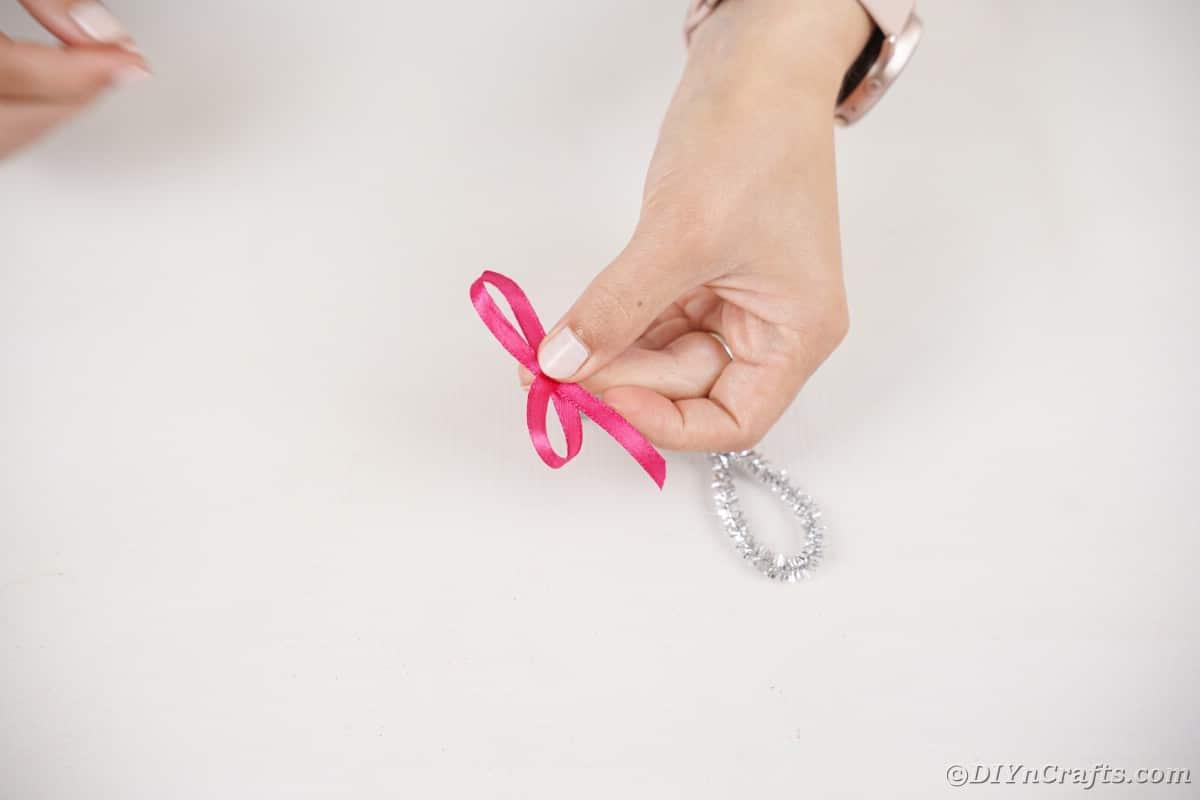 Making ribbon bow