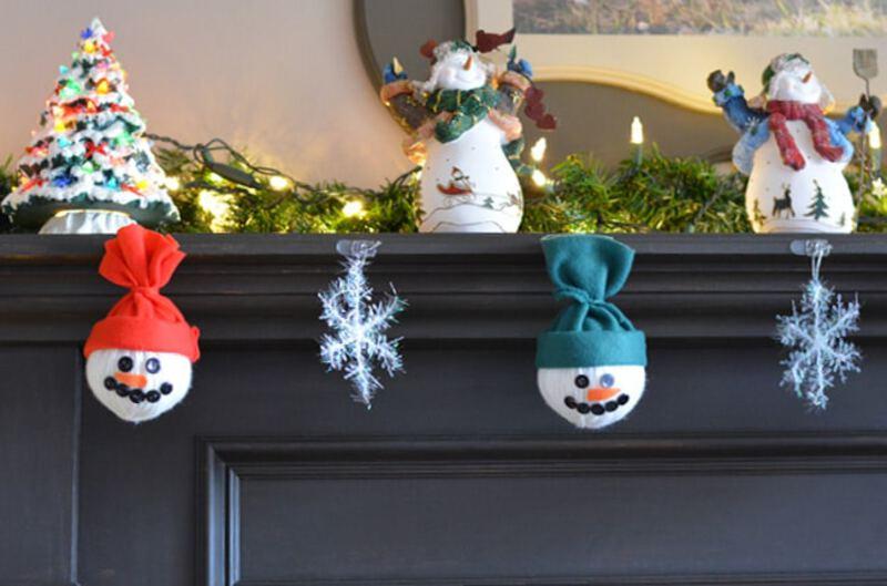 Snowman garland on mantle
