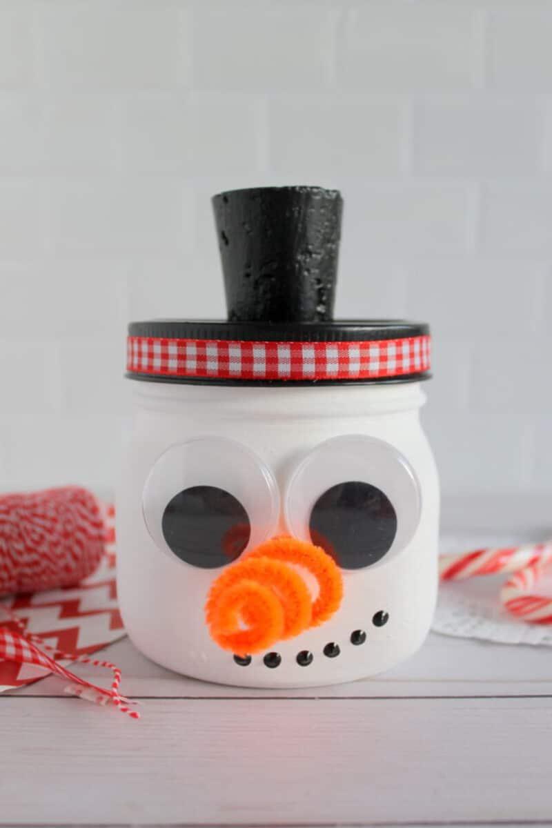 Mason jar snowman on counter
