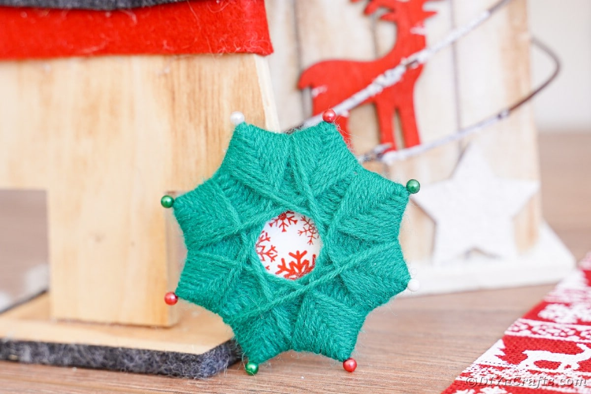 Woven yarn star by decor
