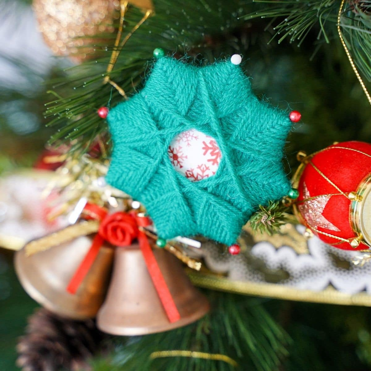 Yarn star in tree