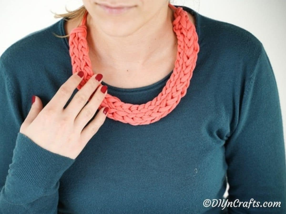 Pink knit necklace
