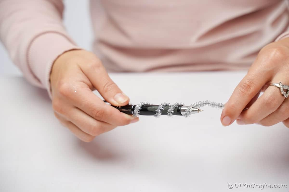 Avvolgimento dello scovolino intorno alla penna