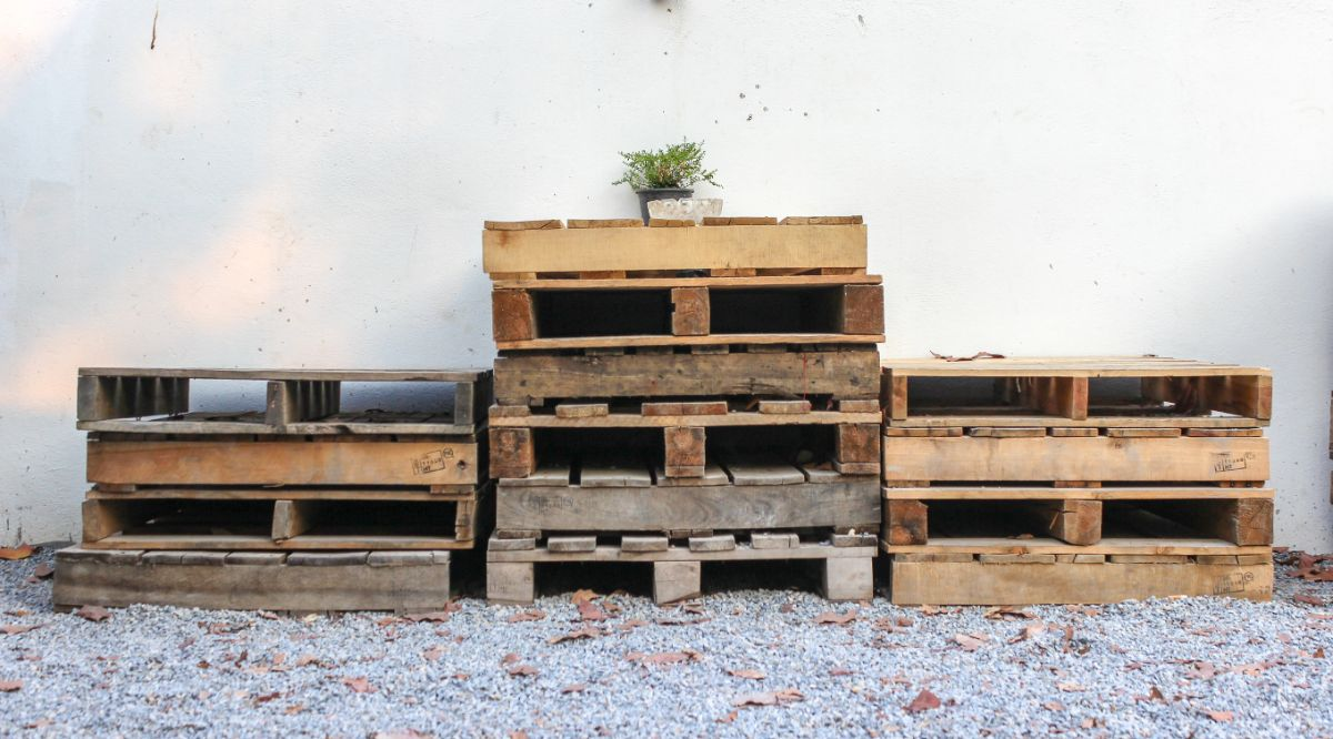 pile of empty pallets