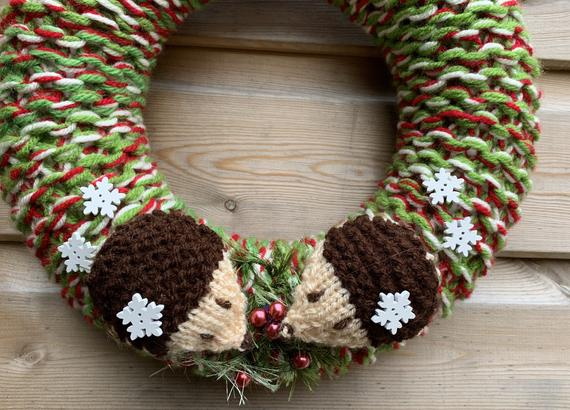 Knitted Winter wreath with hedgehogs chunky winter wreath | Etsy
