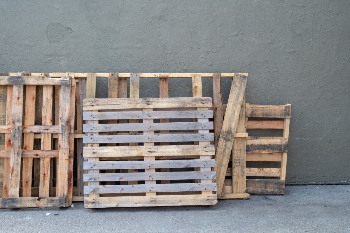 empty wood pallets in stock