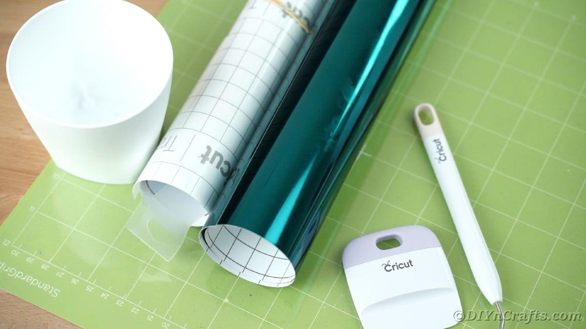 Teal vinyl roll on green cricut mat