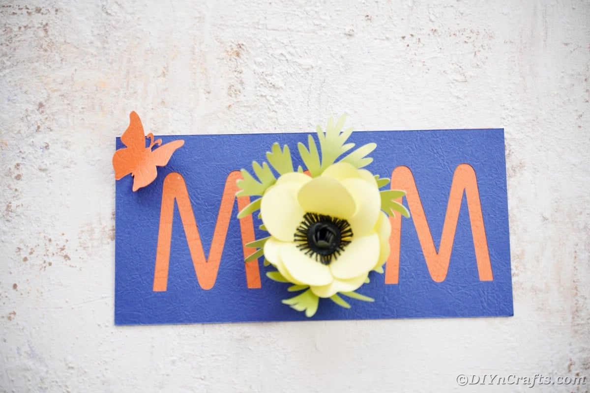"""Blue and orange card that says """"mom"""""""