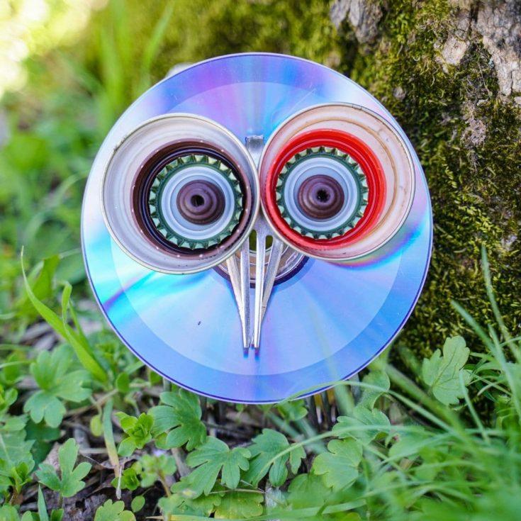 CD riciclato e forchetta gufo da giardino per albero