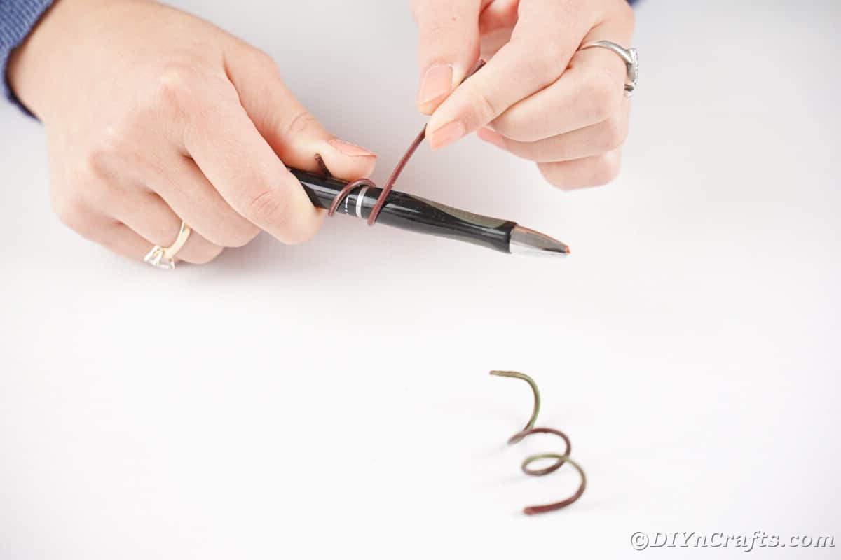 hand wrapping wire around pen