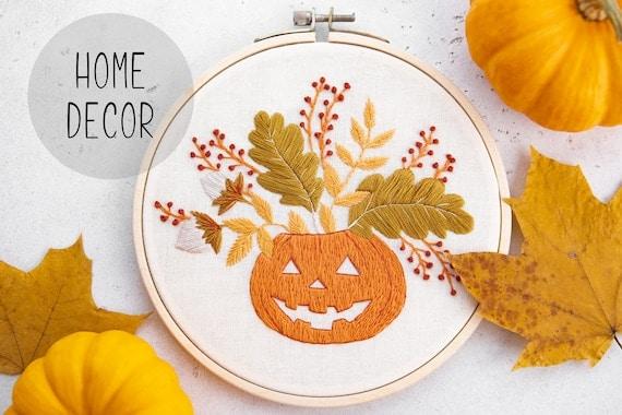 Halloween home decor, pumpkin hand embroidered hoop, spooky gift idea, jack-o-lantern, Halloween gift, pumpkin decor, fall decor